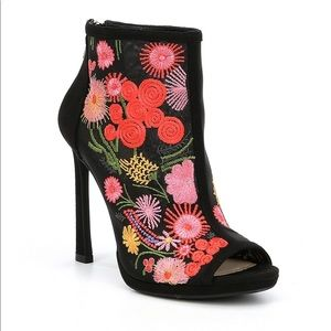 JESSICA SIMPSON PASCALL FLORAL EMBROIDERED HEELS